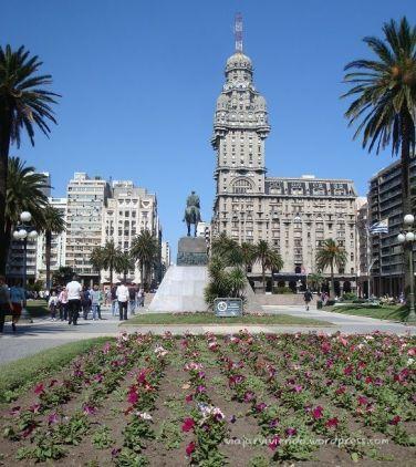 Plaza Independencia - qué ver en Montevideo en un día