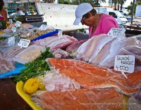 Puestos de pescado en el puerto