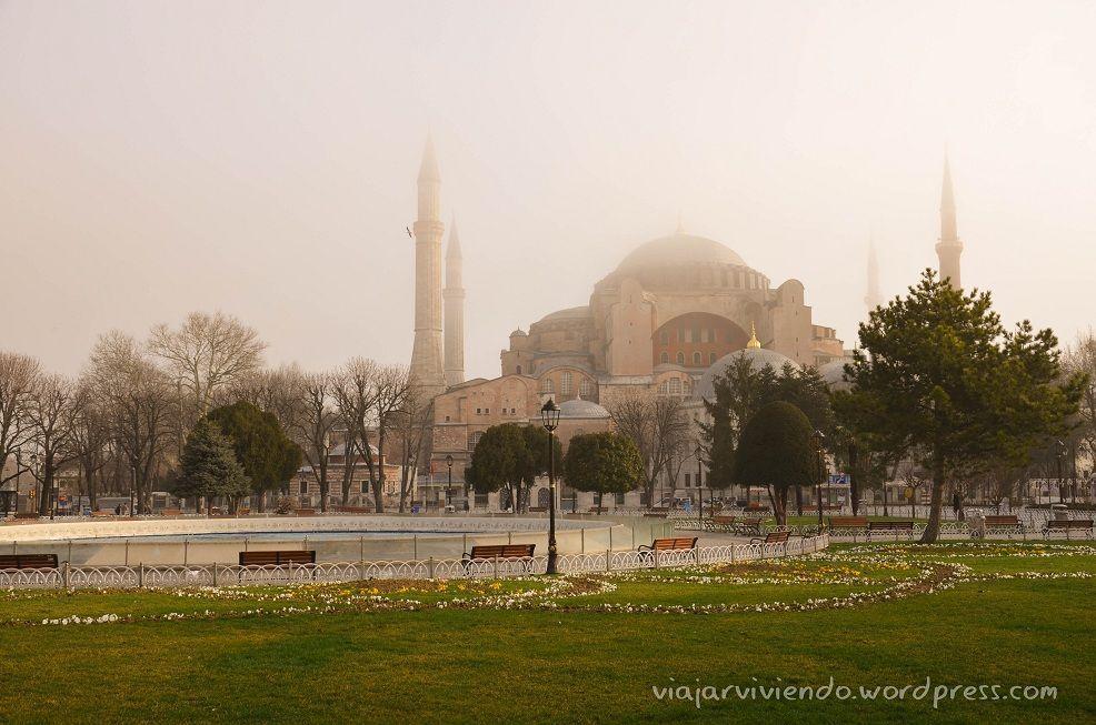 Santa Sofia con niebla