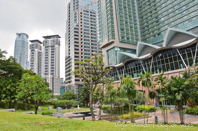El parque KLCC, frente a las Petronas