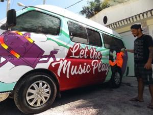 Graffiti en una Van