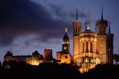 Vista de Notre Dame de Fourvière, en la colina homónima