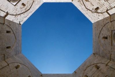 Interior octogonal del Castel del Monte