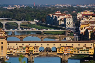 Vista del río Arno, con el Ponte Vecchio en primer plano