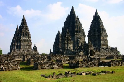 Vista general de los templos centrales de Prambanan