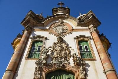 Fachada esculpida de San Francisco de Asís en Ouro Preto