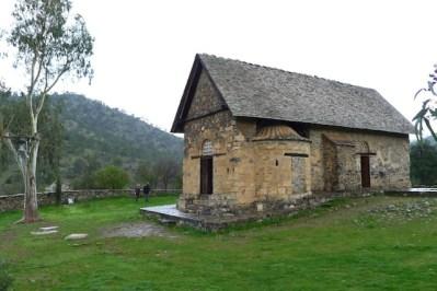 Sencillo exterior de la iglesia de Asinou
