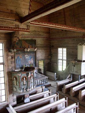 Púlpito en el interior de la iglesia vieja de Petäjävesi