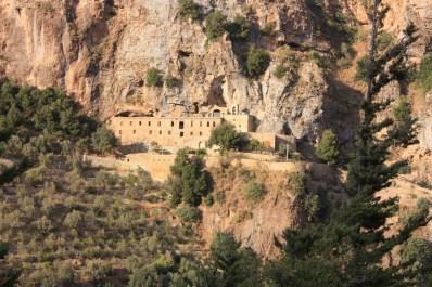 Monasterio de Mar Lichaa, asentado sobre la pared del Valle Santo