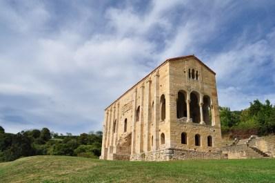 Santa María del Naranco, primero palacio y luego iglesia