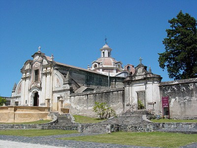 Vista de la iglesia jesuita en la estancia de Alta Gracia