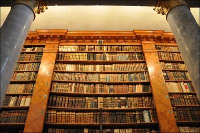 Librería de Pannonhalma, lugar donde se escribió por primera vez el húngaro