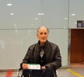 Primera imagen del opi a su llegada a El Prat, Aeropuerto Internacional de Barcelona.