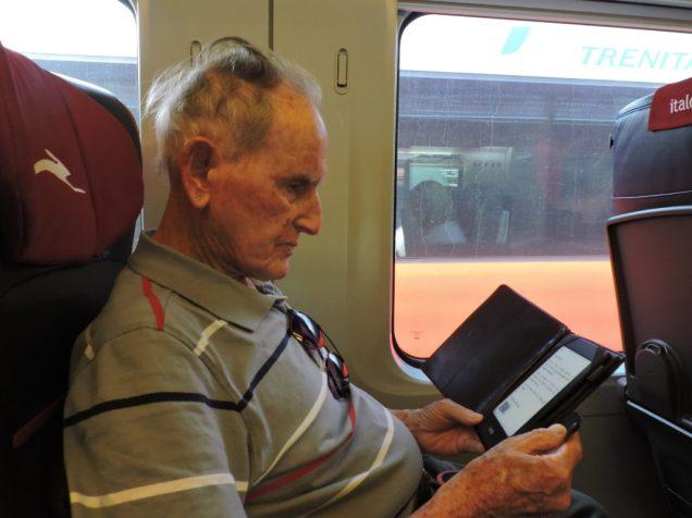 Viajando Roma Florencia opi lee, en el Kindle, que nos depara la visita.