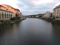 Saliamos de casa y lo primero que veíamos, el río Arno.