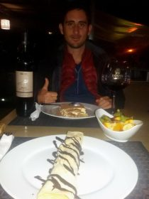 Disfrutando la noche en Veles: vino y dulces