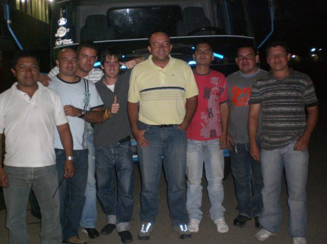 Con amigos camioneros, en el Mercado de CORABASTOS, Bogota, Colombia.