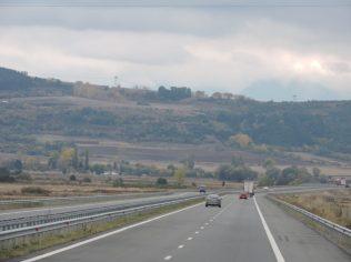 Fotos camino Blagoevgrad con montaña de fondo