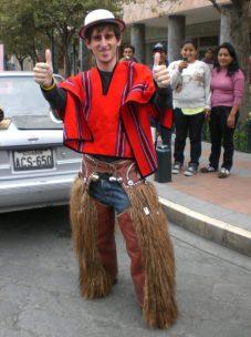 Bailando en el pase del niño, Cuenca, Ecuador