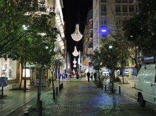 Las calles de Atenas preparadas para la navidad
