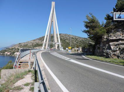 Larga caminata al puente