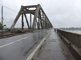 El puente y la lluvia
