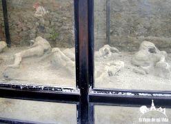 Restos de los cuerpos sepultados