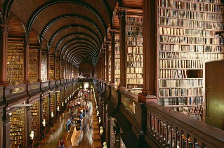 Librería de Trinity College Dublín Irlanda