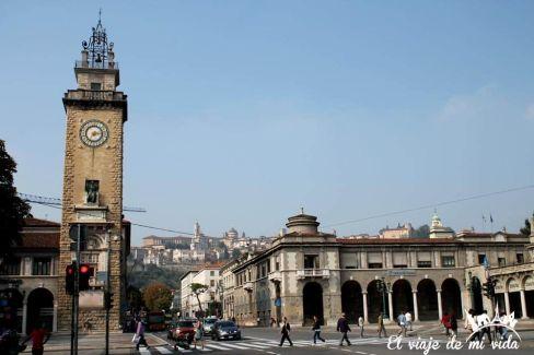 Reloj Plaza Libertad Bergamo Italia