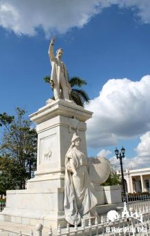 La Plaza José Martí de Cienfuegos