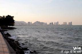 Vistas al mar en George Town, Penang, Malasia
