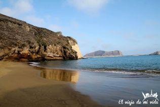 La playa negra de Punta Pitt