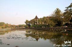 Lago Kandawqyi en Rangún, Myanmar