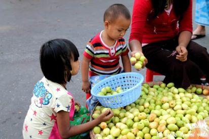 El mercado de Chinatown de Rangún, Myanmar