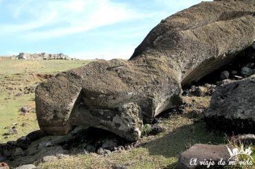 Moais caídos de la isla de Pascua, Chile