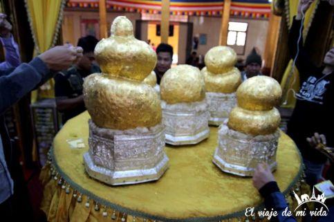 Phaung Daw OO Pagoda en el lago Inle
