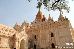 Fachada del templo de Ananda