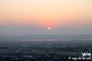 Otro atardecer impresionante desde Mandalay Hill, Myanmar