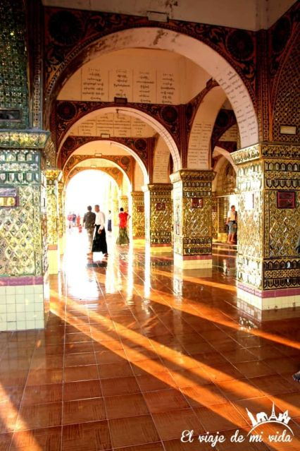 Los reflejos de la Pagoda Sutaungpyei