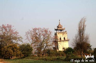 El mirador del antiguo palacio de Inwa, Myanmar