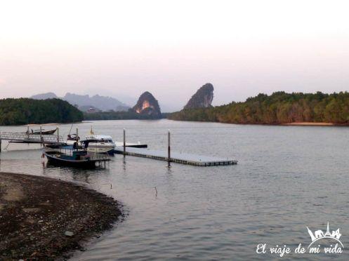 El puerto de Krabi Town, Tailandia