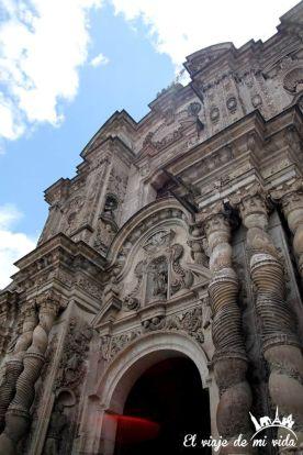 Fachada de la Iglesia de la Compañía en Quito, Ecuador