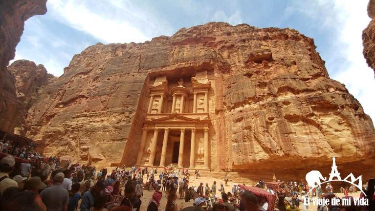 La fachada del Tesoro y los turísticas