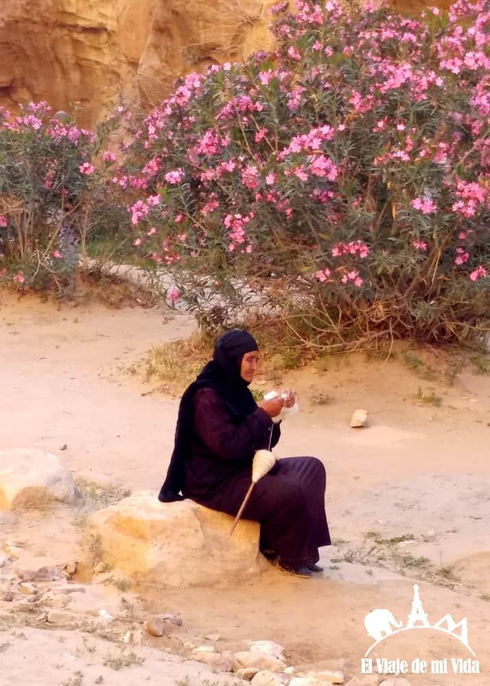 Beduinos en Little Petra