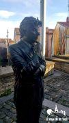 Estatua de Ken Follett en Vitoria