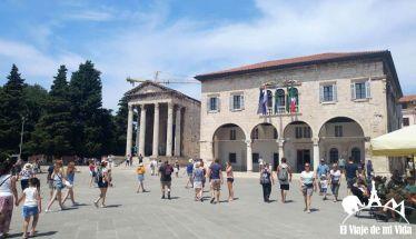 El templo de Augusto y el ayuntamiento