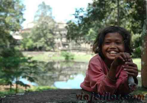Niña camboiana en los templos de Angkor