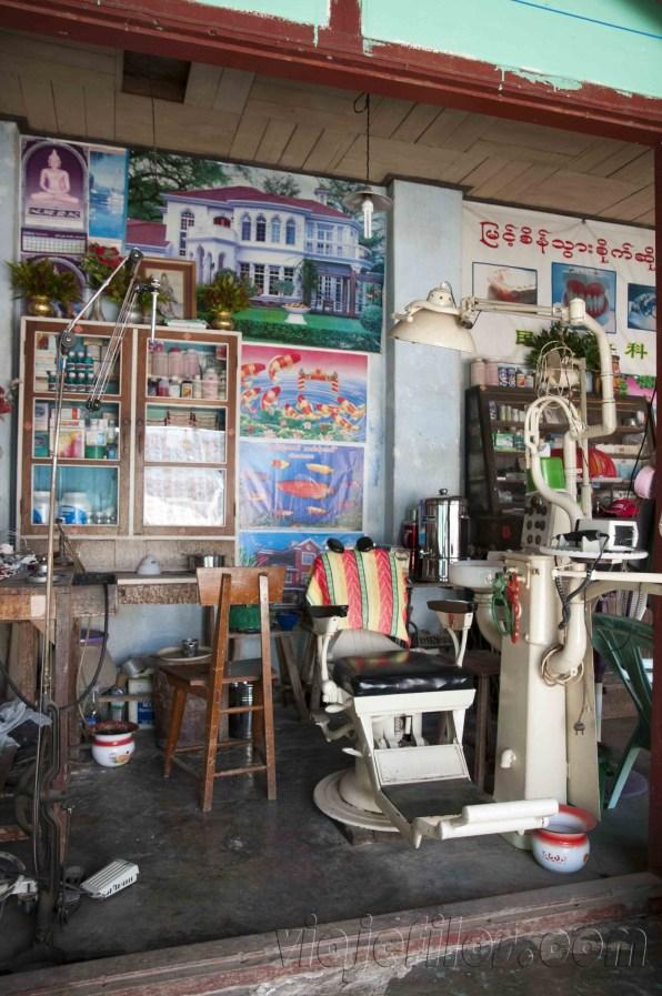 Hsipaw, consulta del dentista en el mercado
