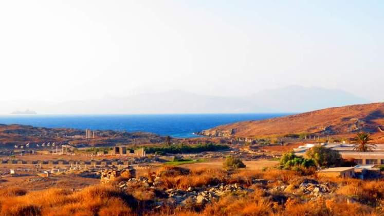 Vista do Mar egeu da Ilha de Delos