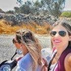Andando de moto em Mykonos